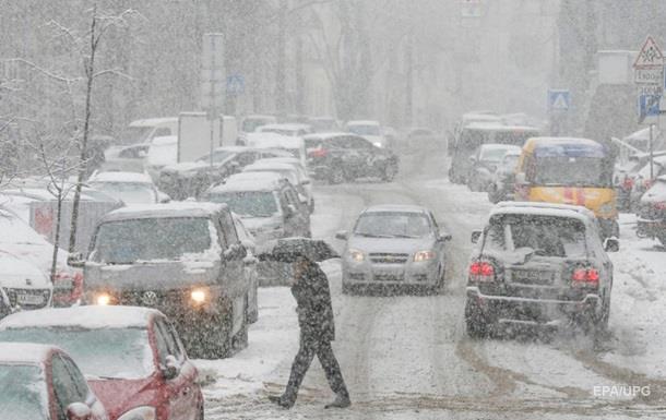 Киевлян предупредили о падении снега и сосулек с крыш