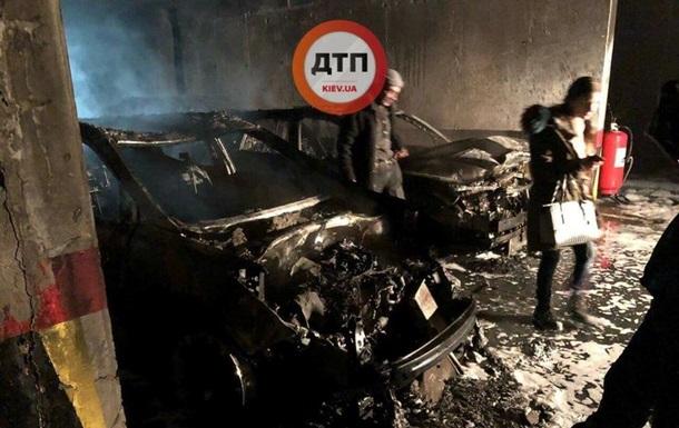 В Киеве на подземной парковке сгорели пять авто