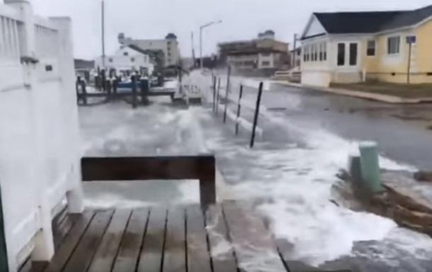 Наслідки шторму на узбережжі США показали на відео