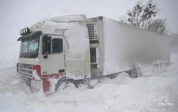 На границе из России в Украину стоят сотни фур