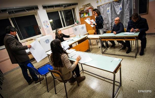 На виборах в Італії лідирує коаліція Берлусконі - опитування