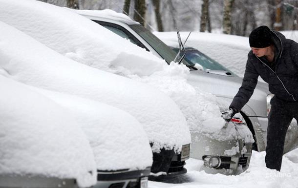 В столице Беларуси на борьбу со снегом отправили военных
