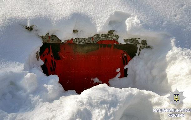 У Харкові облили фарбою пам ятник воїнам УПА