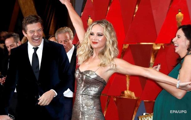 Дженнифер Лоуренc повеселила гостей на Оскаре