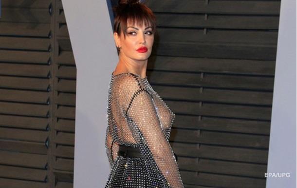 Співачка прийшла на вечірку Оскара в  голій  сукні