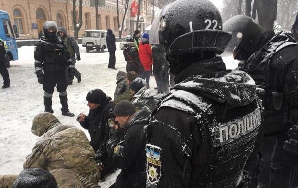 Столкновения у Рады: полицейский отстранен от работы