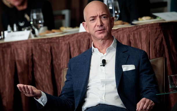 Опередил Гейтса иБаффета: основатель Amazon впервый раз возглавил рейтинг миллиардеров Forbes