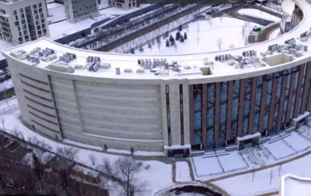 Під Москвою в будинках замурували вікна, аби не було видно дачу чиновника