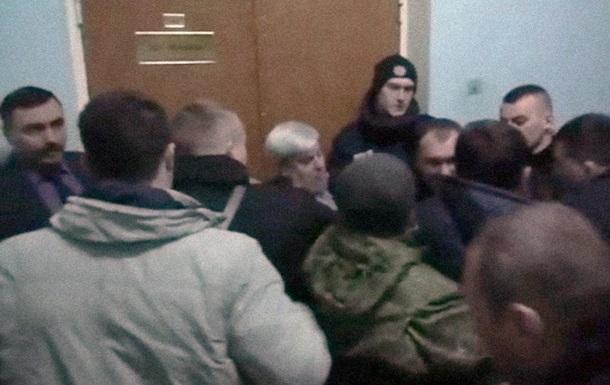 В Полтаве активисты избили чиновников из-за транспортного коллапса