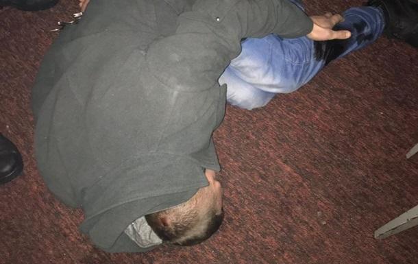 Під Києвом поліцейський стріляв у чоловіка, який напав на нього