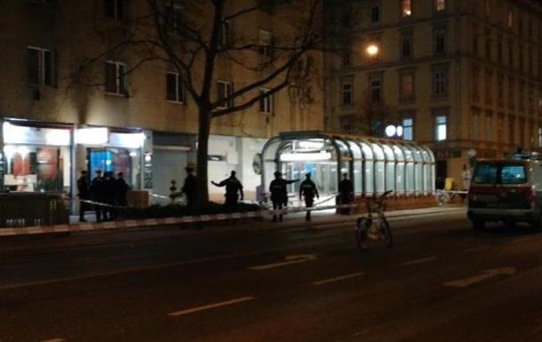 У Відні невідомий із ножем напав на людей