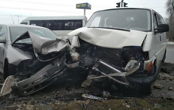 В Запорожье четыре человека пострадали в тройном ДТП