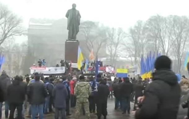 У Києві поліція оточила парк Шевченка