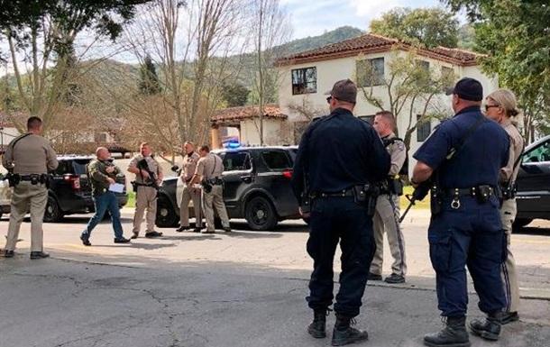 Злочинець і його заручники знайдені мертвими в будинку для ветеранів у США