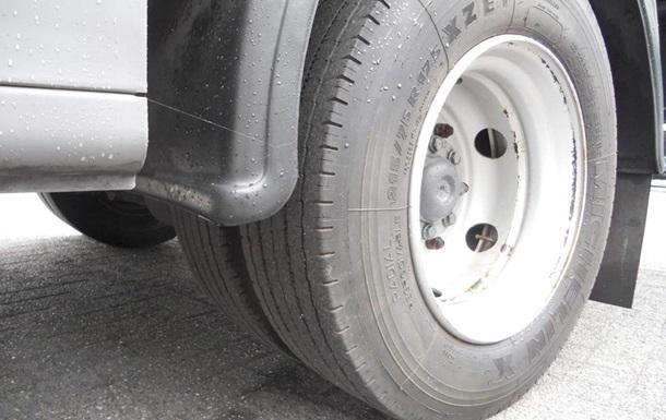 У Львівській області жінка загинула від удару колеса вантажівки