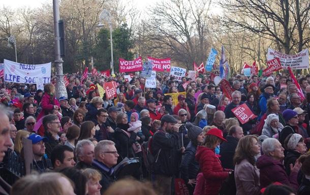 В Ірландії масово протестували проти абортів