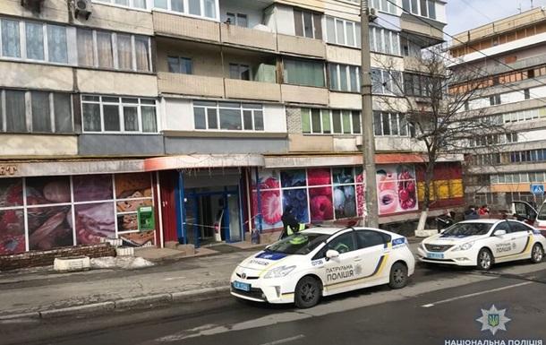 У Києві чоловік влаштував стрілянину в магазині через конфлікт із касиром