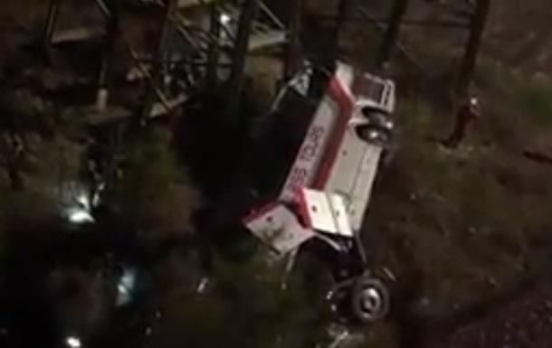 У США автобус зі школярами впав в ущелину