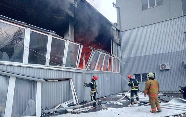 В Киеве ликвидировали масштабный пожар на складе