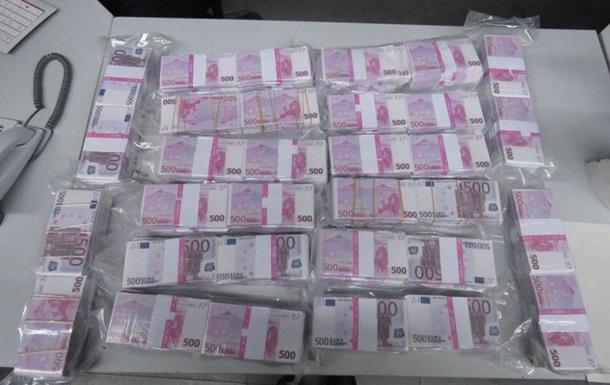 В Германии мужчина нашел на помойке восемь миллионов фальшивых евро