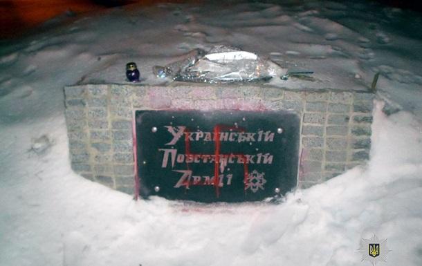 В Харькове в третий раз разрисовали памятник УПА