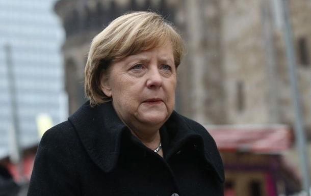 Неизвестный пытался напасть на Меркель у бундестага