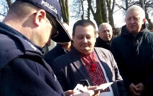 У Польщі викликали поліцію через  Слава Україні