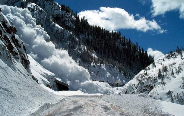 В Ивано-Франковской области с гор сошла лавина