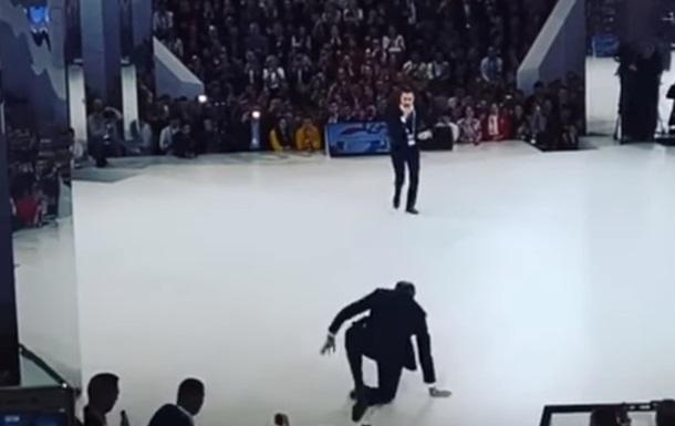 Лавров впав на сцені форуму в Москві