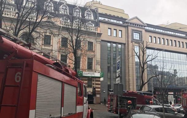 У центрі Києва годину гасили пожежу