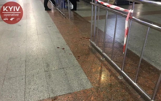В Киеве на вокзале мужчину ударили ножом в лицо