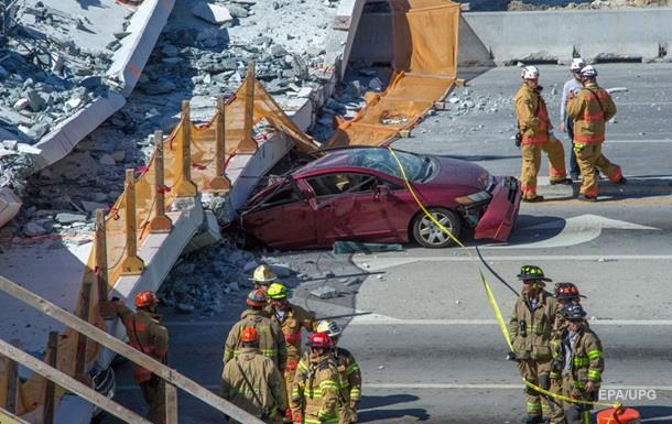 Обвалення мосту в Маямі: з-під уламків дістали три тіла