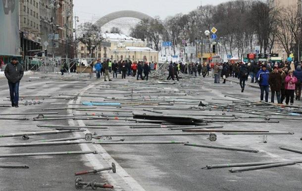 Митингующие разобрали конструкции на Майдане