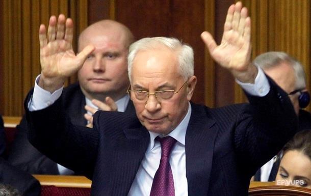Азаров просить допитати його в суді над Януковичем
