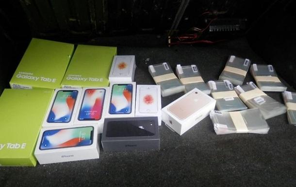 Прикордонники не пропустили на Донбас партію телефонів Apple