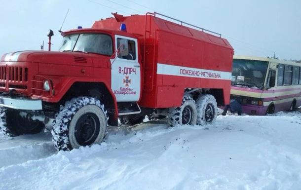 Снігопади в Україні: У Дніпрі ускладнений рух автотранспорту