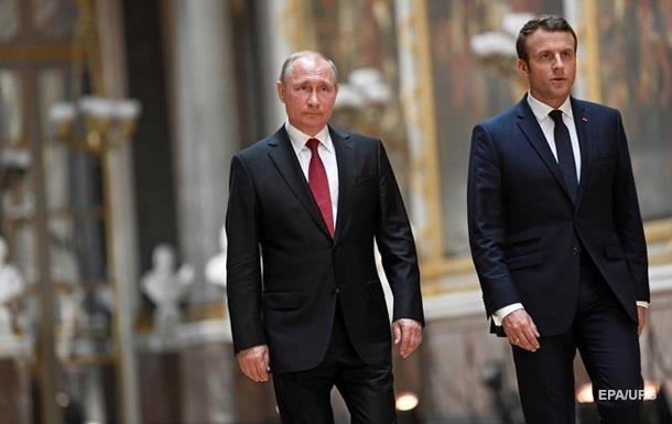 Макрон обговорив з Путіним ситуацію в Україні