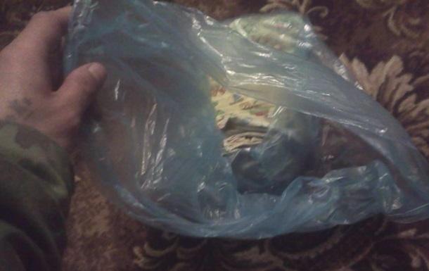 В Луганской области на автовокзале нашли новорожденного в коробке