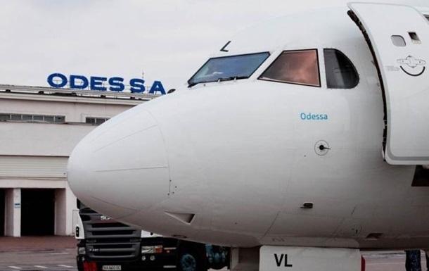 В аеропорту Одеси людей понад десять годин не випускали з літака