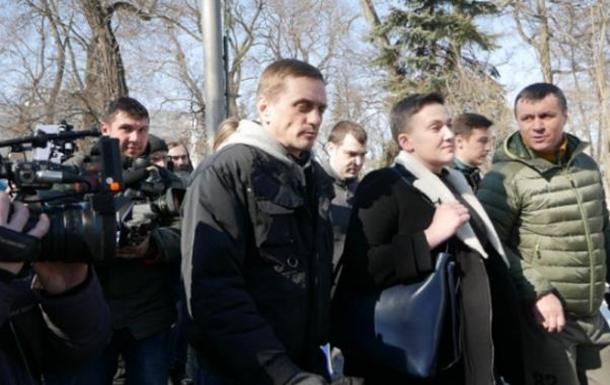 Рейтинг - вперед: что стоит за событиями вокруг Надежды Савченко