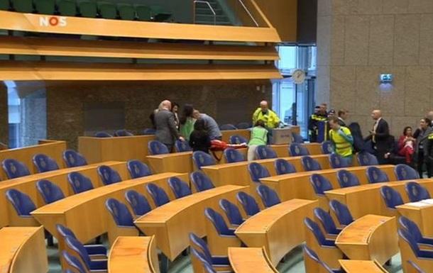 У парламенті Нідерландів намагався повіситися чоловік