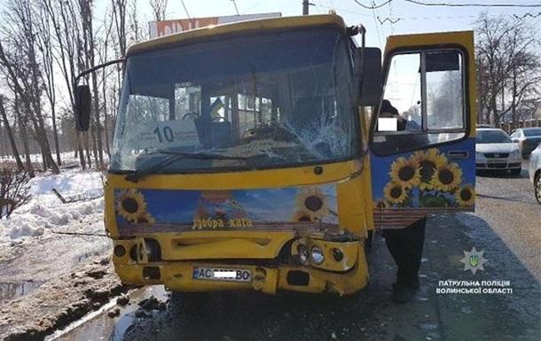 В Луцке столкнулись две маршрутки, пострадали 11 человек