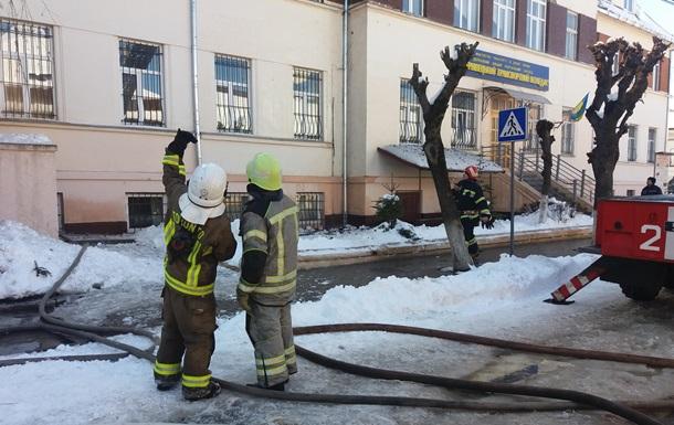 Пожежу в Чернівецькому коледжі гасили три години