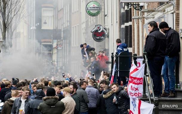 В Амстердаме задержали 90 футбольных фанатов