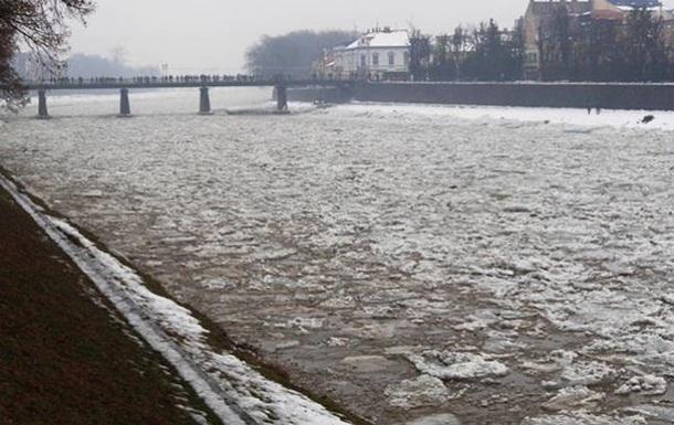 На реках Украины начинается ледоход