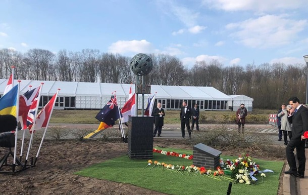 В Нидерландах открыли мемориал жертвам MH17