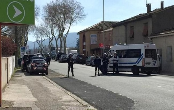 Во Франции арестовали политика, радовавшегося смерти полицейского
