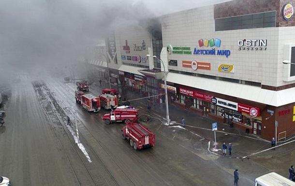 Появились видео из пылающего ТЦ в Кемерово