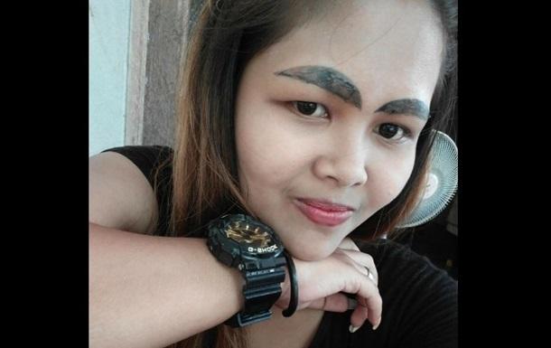 Брови в форме слизней: девушка показала неудачный татуаж
