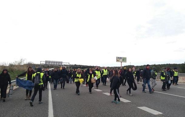 В Каталонии протестующие перекрыли дороги
